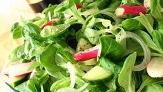 Reteta rapida: Salata de valeriana cu ridichi si castravete