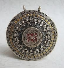 I love ethnic jewelry from Central Asia. Thank to small tourist influx, the jewelry market of post-soviet republics remains little known. Some of the best jewelry pieces are made in Kazakhstan. Hippie Jewelry, Tribal Jewelry, Indian Jewelry, Jewelry Art, Silver Jewelry, Jewelry Design, Fashion Jewelry, Nice Jewelry, African Jewelry