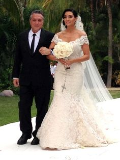 Mario Lopez and Courtney Mazza Wedding. Love her bouquet