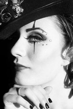 Ring Master by La Tee Da Photography, great makeup Halloween Makeup Clown, Mime Makeup, Costume Makeup, Halloween Make Up, Halloween Costumes, Eyeliner Makeup, Halloween Ideas, Pierrot Costume, Steampunk Circus