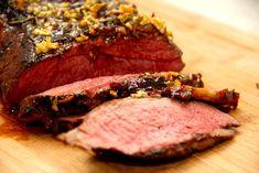 Cuvette kan steges helt mør ved længere tid i ovnen, og her er den bedste opskrift på langtidsstegning af oksecuvette. Med rosmarin og hvidløg.