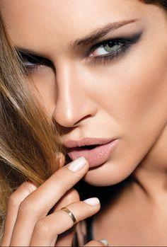 Gorgeous smokey eyes with a cat eye touch. The bronzed cheeks and nude lips are the perfect accompaniments to bold eye make-up.