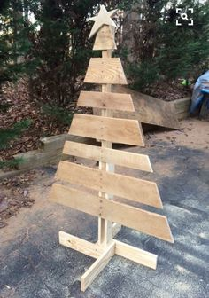 Wood xmas tree Holz Weihnachtsbaum woodworking bench woodworking bench bench diy bench garage workbench bench plans crafts christmas crafts diy crafts hobbies crafts ideas crafts to sell crafts wooden signs Wooden Christmas Crafts, Wooden Christmas Decorations, Diy Christmas Tree, Xmas Crafts, Rustic Christmas, Christmas Projects, Simple Christmas, Christmas Ornaments, Wooden Xmas Trees