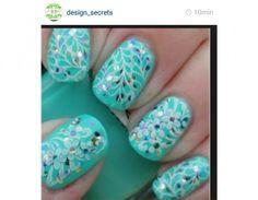 stamp nails instagram | Nail art: le idee per una manicure floreale da Instagram | Tu Style