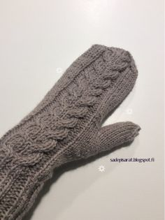Seuraa blogiani Bloglovinin avulla Tänä vuonna otin itseäni viimein niskasta kiinni ja päätin opetella lapasten neulomisen. Olen neulonu... Knitting Socks, Handicraft, Needlework, Knit Crochet, Diy And Crafts, Gloves, Embroidery, Villa, Tricot