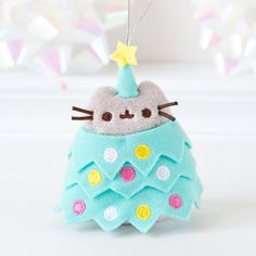 Pusheen's so cute. Now she's hiding in a Christmas tree. Pusheen Christmas, Christmas Cats, Xmas, Pusheen Love, Pusheen Cat Plush, Cutest Cats Ever, Cute Stuffed Animals, Pusheen Stuffed Animal, Kawaii Plush