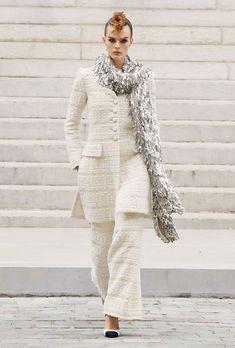 Live Fashion, Paris Fashion, Runway Fashion, Fashion Show, Autumn Fashion, Luxury Fashion, Chanel Fashion, French Fashion, Margaret Qualley