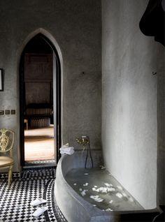 Beautiful mix of a tadelakt bath and tadelakt bathroom set agaianst a chequered zellij floor in Riad Dar Darma in Marrakech. Bad Inspiration, Bathroom Inspiration, Dream Bathrooms, Beautiful Bathrooms, Small Bathroom, Small Bathtub, Bathroom Black, Beach Bathrooms, White Bathrooms