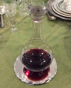 viinikarahvi peilialustalla . @kooPernu