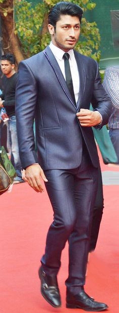 Vidyut Jamwal on the red carpet at Miss India 2014. #Style #Bollywood #Fashion…