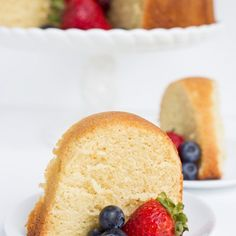 Vanilla Pound Cake Vanilla Pound Cake Recipe – This buttery, vanilla pound cake recipe is perfect by itself or topped with fresh fruit. It's the perfect dense cake without being dry. Bake it up in your favorite bundt pan for a show-stopping dessert. Vanilla Pound Cake Recipe, Pound Cake Recipes, 21 Day Fix, Sin Gluten, Stevia, Strawberry Rhubarb Crisp, Strawberry Mimosa, Baked Chicken, Avocado Chicken