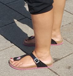 Women's Feet, Birkenstock, Sandals, How To Wear, Shoes, Outfits, Fashion, Beautiful Shoes, Nice Asses