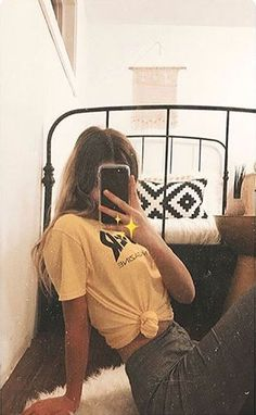 Poses Facing the Mirror - Auflorie - Poses Facing the Mirror – Auflorie - Cute Instagram Pictures, Instagram Pose, Instagram Story Ideas, Cute Photos, Instagram Profile Picture Ideas, Tumblr Photography Instagram, Tumblr Profile Pics, Insta Pictures, Instagram Girls