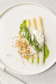 witte asperges met burrata Veggie Recipes, Gourmet Recipes, New Recipes, Healthy Recipes, Gourmet Foods, Hotel Food, Good Food, Yummy Food, Spring Recipes