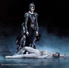 Germain Louvet, Male Ballet Dancers, Paris Opera Ballet, Lake Photos, Swan Lake, Comedy, Goth, Tights, Batman