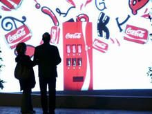 Coke created a virtual vending machine for Valentine's Day that only appeared for couples. Street Marketing, Guerilla Marketing, Coca Cola, Out Of Home Advertising, Creem, Vending Machine, Guerrilla, Pretty Cool, Marketing Digital