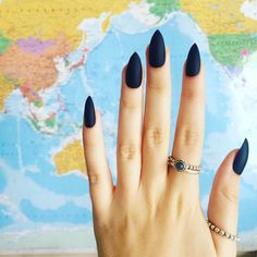 These are matte black stiletto nails Each set contains; - 10 false nails (please check sizing guide) - Nail file - Instructions These nails can last