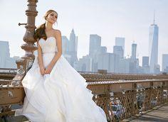FRANCOISE Niesamowita suknia ślubna Madeline Garder z koronkowym gorsetem i falbanami Doskonałe połączenie gorsetu z koronki w stylu VINTAGE oraz …