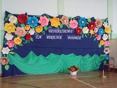 Dekoracja zakończenie roku szkolnego Stage Decorations, Wedding Decorations, Crafts With Pictures, Classroom Inspiration, Most Beautiful Pictures, Diy And Crafts, Flowers, Aga, Christmas