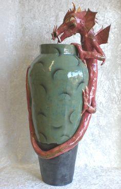'Curiosity Killed The Flowers'  grote vaas met draak    63 x 29 cm
