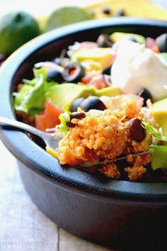 Quinoa Taco Bowls - a delicious, family friendly quinoa recipe! And I love quinoa. Mexican Food Recipes, Real Food Recipes, Vegetarian Recipes, Cooking Recipes, Healthy Recipes, Meal Recipes, Mexican Dishes, Vegan Meals, Veggie Recipes