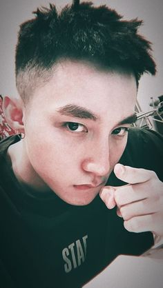 tùng núi My Youth, Famous Men, Idole, Handsome, Hair Beauty, Sky, Hair Styles, Instagram, Husband