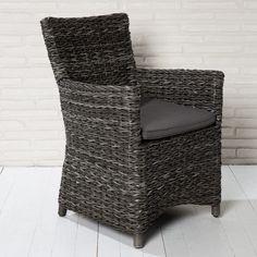 Formschöner Gartenstuhl mit Sitzkissen aus Polyrattan.. da nimmt man gerne Platz...