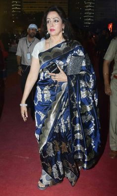 Ever green Hema malini in saree Rekha Saree, Bollywood Saree, Saree Draping Styles, Saree Styles, Designer Silk Sarees, Indian Designer Wear, Bridal Blouse Designs, Saree Blouse Designs, Indian Wedding Outfits