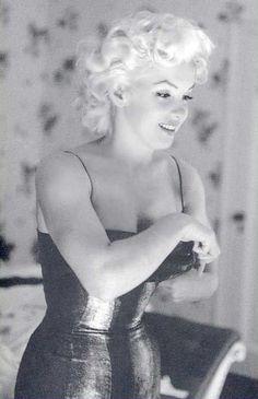 God she was so beautiful                                                                                                                                                                                 Más