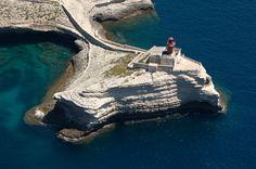 Méditerrannée - Phare de la Madonetta, Bonifacio (Corse-du-Sud) - Coordonnées 41°23′13″N / 9°08′41″E - Feux : fixe rouge / 4 s