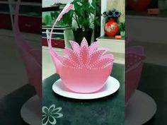 How To DIY to make creative pots Art Plastic, Plastic Bottle Flowers, Plastic Bottle Crafts, Recycle Plastic Bottles, Diy Crafts Hacks, Diy Home Crafts, Diy Arts And Crafts, Crafts For Kids, Plastic Container Crafts