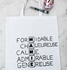 Un tote bag scrabble pour la plus gentille des mamies ! Homemade Gifts, Diy Gifts, Diy For Kids, Crafts For Kids, Diy Cadeau Noel, Scrabble, Diy Crafts To Sell, Tote Bag, Messages
