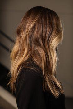 #johnnyramirez #california #sunkissed #boxno216 #blondes#brunettes#redheads#livedincolorforall #fallhair #blondehair #besthaircolor #bestblonde #midlengthhair #goldenbrownhair #goldenblonde #longhair #californiahair #beachhair #curlyhair #wavyhair#livedincolor #beachblonde #californiagirl #colorist #celebritycolorist #balayage #ombre #beachwaves Hair Color And Cut, Haircut And Color, Bronde Hair, Balayage Hair, Hair Inspo, Hair Inspiration, Brunette Highlights, Caramel Highlights, Golden Brown Hair