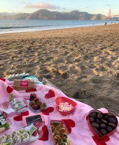 Beach Aesthetic, Summer Aesthetic, Aesthetic Food, Picnic Date, Summer Picnic, Comida Picnic, Summer Goals, Summer Bucket Lists, Summer Dream