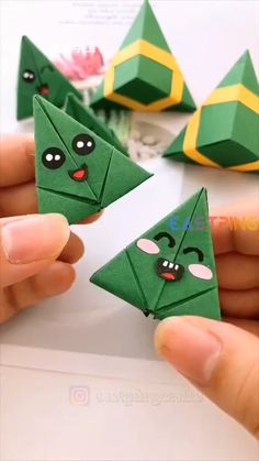 Cool Paper Crafts, Diy Crafts For Gifts, Creative Crafts, Easy Crafts, Diy Crafts Videos, Diy Paper, Easy Diy, Instruções Origami, Paper Crafts Origami
