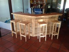 Pallet Bar and bar stools
