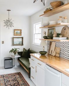 With a home full of antique rugs and cats, it's bound to smell a bit funky at times. I recently partnered with with their… Kitchen Nook, Kitchen Living, Kitchen Ideas, Living Room, Kitchen Design, Smart Home Appliances, Nook Table, Modular Design, Decorating Blogs
