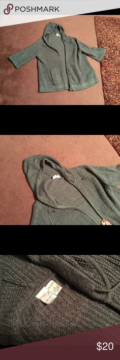 Roamans hooded sweater Roamans gray hooded zip sweater. The sleeves are slightly belled. If you have long arms this will be a 3/4 length sleeve for you. Size 1X but persons who wear a 2X can wear this sweater Sweaters Cardigans