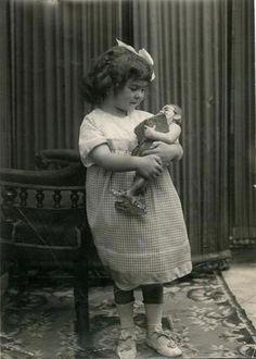 Frida Kahlo, 4 años.