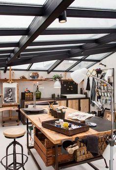 Garage Art Studio, Art Studio At Home, Art Studio Spaces, Art Spaces, Design Studio Office, Art Studio Design, Design Studios, Home Art Studios, Art Studio Lighting