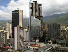 世界で一番高い場所にあるスラム、45階建ての高層ビルが丸ごとスラム街に。ベネズエラ「ディヴィッド・タワー」廃墟