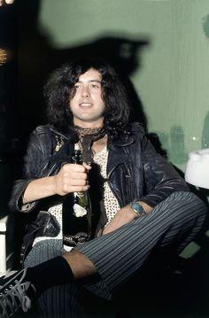 Jimmy Page of Led Zeppelin Jimmy Page, Great Bands, Cool Bands, Hard Rock, Rock N Roll, Rock Rock, 60s Rock, Robert Plant Led Zeppelin, Blues