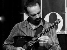 O guitarrista Alê Demogli fará um masterclass no Conservatório e Faculdade Musical Souza Lima.