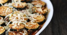 Layered Zucchini Parmesan (would be easy to use cooked quinoa as substitute for bread crumbs to make GF) Zucchini Oven Chips, Zucchini Parmesan, Great Recipes, Dinner Recipes, Favorite Recipes, Easy Mediterranean Recipes, Summer Squash Recipes, Vegetable Recipes, Veggie Dishes