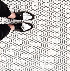 diggin this black and white moment i'm having with this floor #myscotts #theofficeofangelascott by officeofangelascott