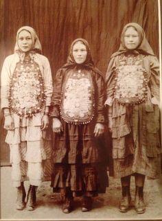 Turkish Fashion, Russian Fashion, Folk Costume, Costumes, Weird Shapes, 19th Century Fashion, Russian Folk, Ethnic Dress, People Dress