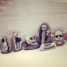 Det kreative fylder en del for tiden. #halloween #stenmaling #posca #halloweendiy #stonedrawing #krea #diy #ideas #stones #skull #sten #drawing #dragør #2791 #inspiration #pynt