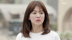 As with many popular south korean female hairstyles, the number eight fringe became a bona fide trend when we saw song hye kyo sport it on the Makeup Trends, Song Hye Kyo Hair, Song Hye Kyo Style, Medium Hair Styles, Short Hair Styles, Instant Lifts, Laneige, My Hairstyle, Popular Hairstyles