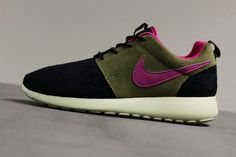 Nike WMNS Roshe Run-Black-Rave Pink-Medium Olive