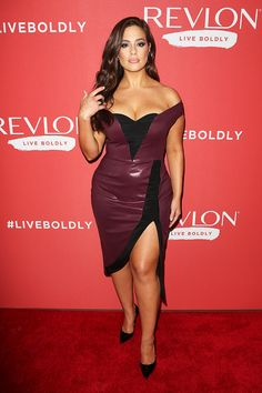 Ashley Graham wore Christian Siriano to Revlon's 'Live Boldly' campaign launch in New York. Petite Fashion, Curvy Fashion, Daily Fashion, Style Fashion, Lea Michele, Ashley Graham Lingerie, Ashley Graham Style, Black Strapless Dress, Red Gowns
